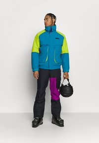 Columbia - HERO SNOWPANT - Snow pants - black/plum - 1