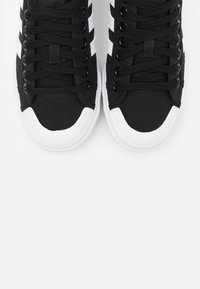 adidas Originals - NIZZA PLATFORM - Baskets basses - core black/footwear white - 7