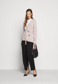 Bally - BELTED CARDIGAN - Kardigan - caillou - 1