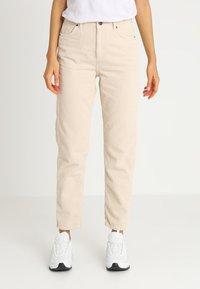BDG Urban Outfitters - MOM - Kangashousut - white - 0