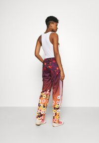 adidas Originals - GRAPHICS SPORTS INSPIRED PANTS - Tracksuit bottoms - multicolor - 2