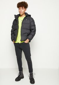 Tommy Jeans - ESSENTIAL JACKET - Piumino - black - 3