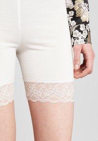 Vila - VIOFFICIAL - Shorts - snow white - 4