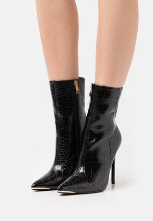 SHIMA - Kotníkové boty - black
