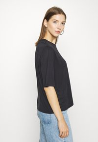 Monki - DORA - Basic T-shirt - black - 3