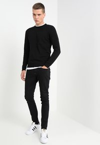 Jack & Jones - JJEBASIC - Stickad tröja - black