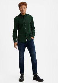WE Fashion - SLIM FIT  - Camicia - dark green - 1