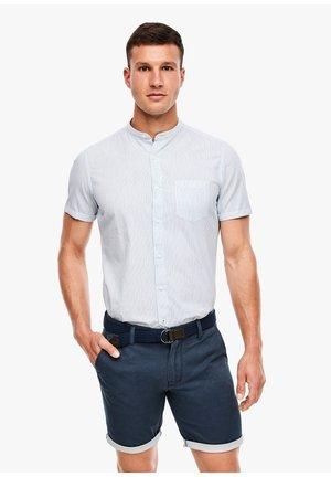 REGULAR FIT: BERMUDA - Shorts - dark blue