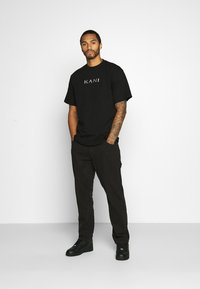 Karl Kani - RETRO TEE - Basic T-shirt - black - 1