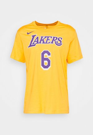 NBA LOS ANGELES LAKERS LEBRON JAMES NAME AND NUMBER TEE - Club wear - amarillo