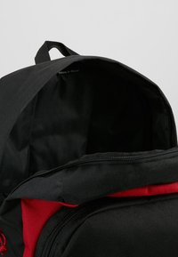Herschel - KAINE - Batoh - black/red - 4