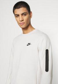 Nike Sportswear - Sudadera - light bone/black - 4