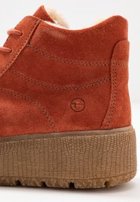 Tamaris - Kotníkové boty na platformě - rust - 2