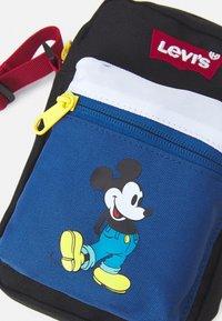 Levi's® - DISNEY MICKEY MOUSE FESTIVAL BAG UNISEX - Umhängetasche - blue/black - 3