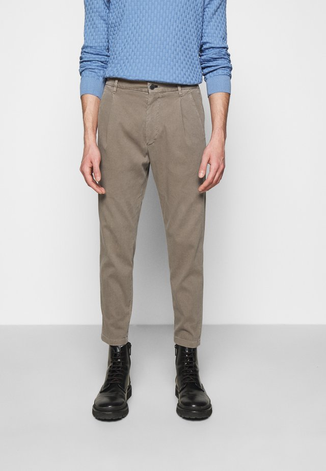 LEAD - Chinos - beige