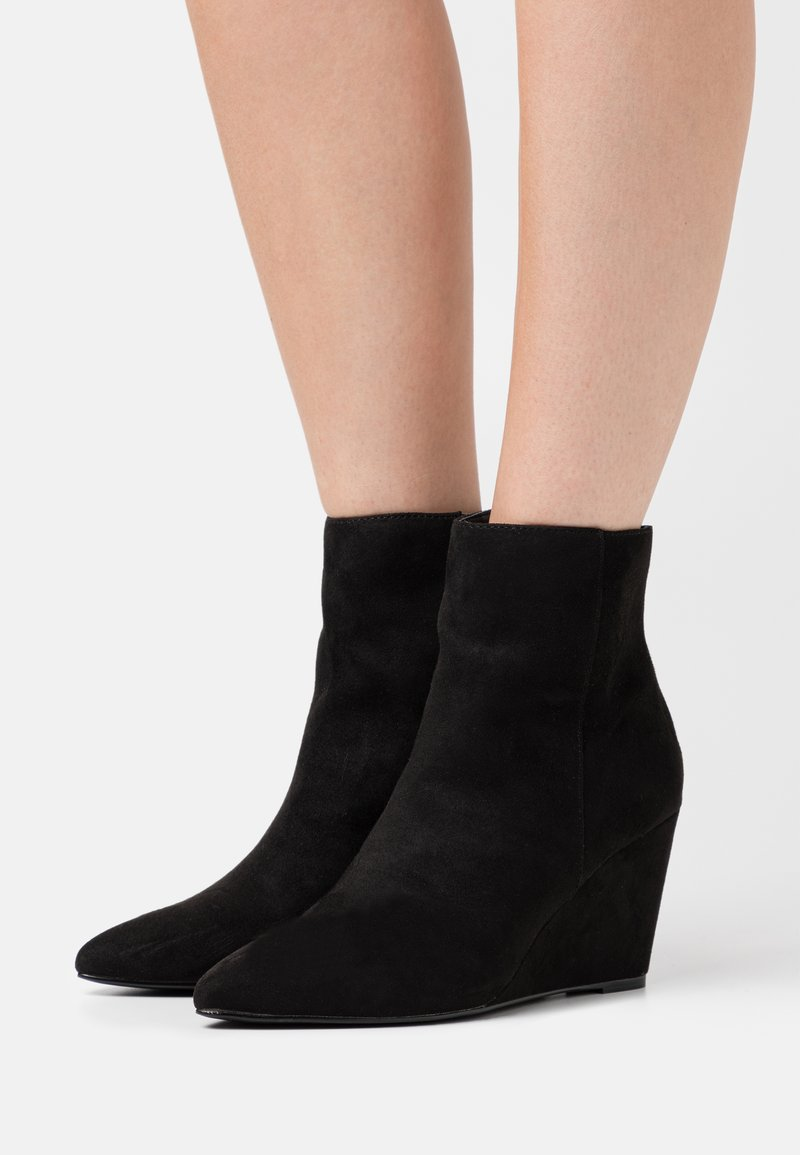 Nly by Nelly - PERFECT WEDGE BOOT - Wedge Ankle Boots - black