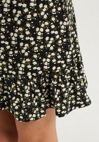 WE Fashion - MET BLOEMENDESSIN - A-lijn rok - black - 2
