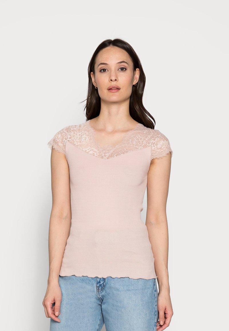 Rosemunde - Print T-shirt - vintage powder