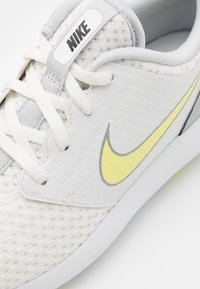 Nike Golf - ROSHE - Golfschoenen - summit white/light zitron-white - 5