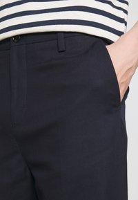 Filippa K - MATEO TROUSER - Trousers - dark navy - 4