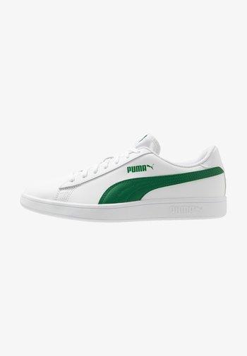 SMASH UNISEX - Trainers - white/amazon green
