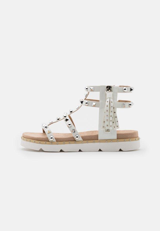 MARIA  - Sandaalit nilkkaremmillä - white