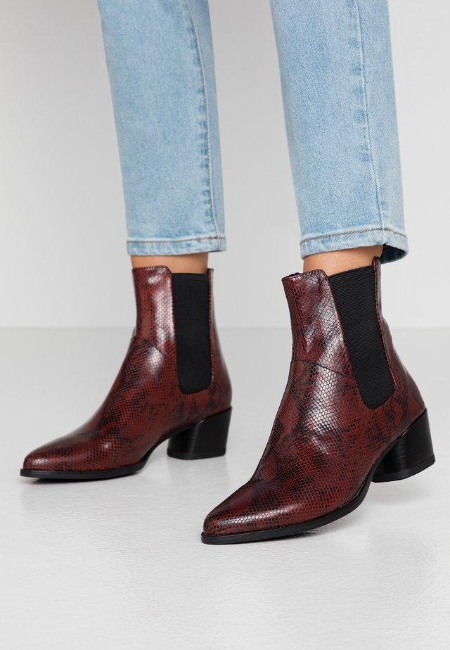 LARA - Cowboy/biker ankle boot - wine
