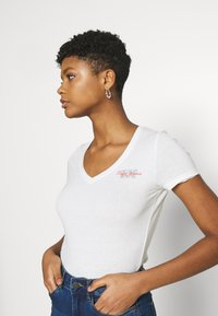 Pepe Jeans - Basic T-shirt - off white - 3