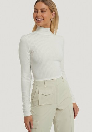 MIT OFFENEM RÜCKEN - Long sleeved top - white