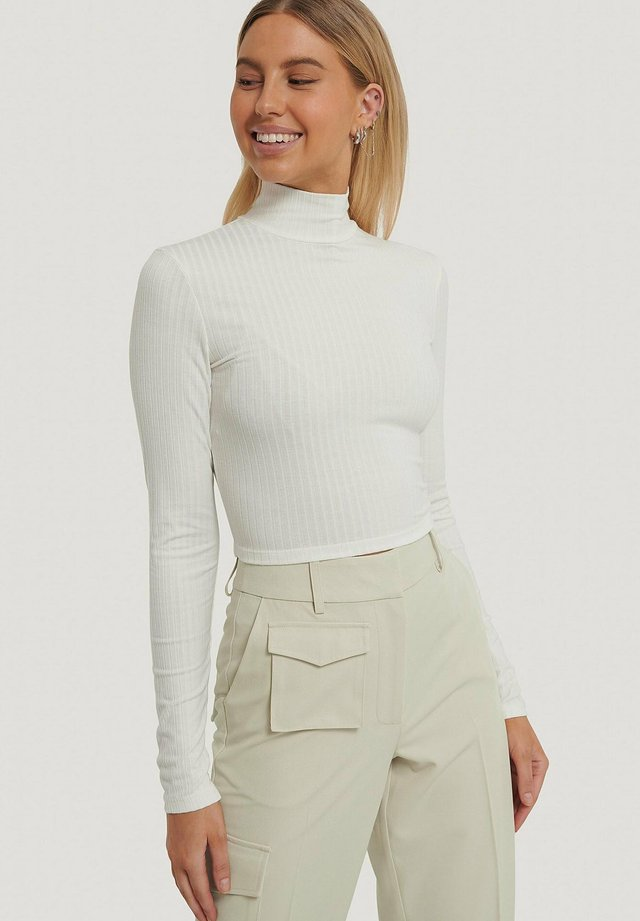 MIT OFFENEM RÜCKEN - Pitkähihainen paita - white