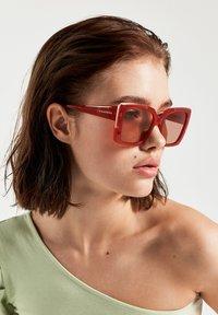 Hawkers - CHAZARA - Sunglasses - brown - 1