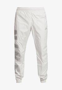 Nike Sportswear - WOVEN  - Træningsbukser - light bone/metallic silver - 3