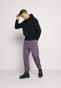 Obey Clothing - BAR - Collegepaita - black - 1