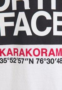 The North Face - KARAKORAM GRAPHIC TEE - Top sdlouhým rukávem - white - 2