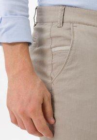 BRAX - PIO - Pantalon classique - beige - 3