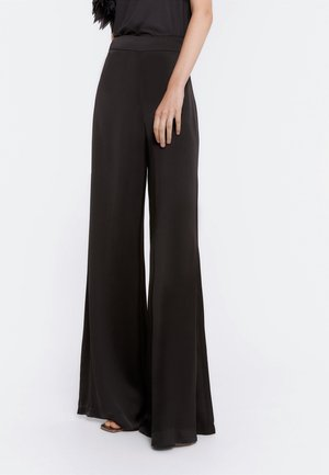 FLIESSENDE - Trousers - black