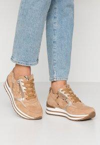 Gabor Comfort - Sneakers - caramel/camel/platin - 0
