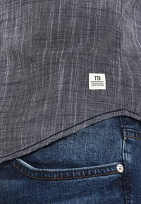 TOM TAILOR DENIM - STRUCTURE - Vapaa-ajan kauluspaita - black iris blue - 5