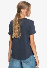 Roxy - OCEANHOLIC  - Print T-shirt - mood indigo - 2