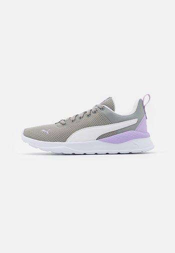 ANZARUN LITE - Sports shoes - limestone/white/light lavender