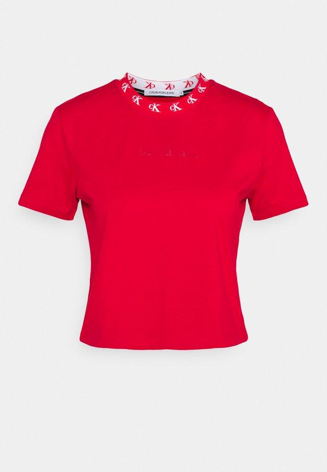 LOGO TRIM TEE - T-shirt imprimé - red hot
