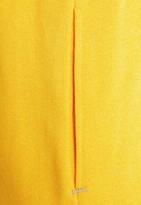 Caterpillar - CAT MACHINERY - Shorts - yellow - 2