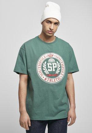 COLLEGE - Print T-shirt - darkfreshgreen