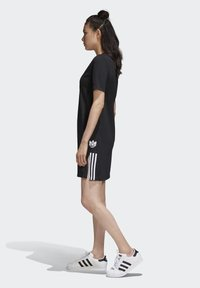 adidas Originals - ADICOLOR SPORTS INSPIRED REGULAR DRESS - Sukienka letnia - black/white - 3