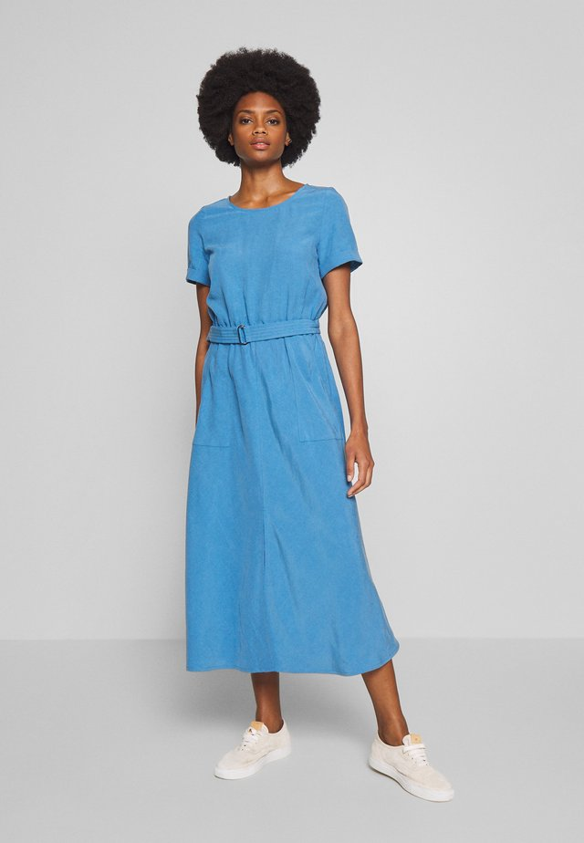 DRESS ASHAPE DRING BELT - Vestido informal - horizon blue
