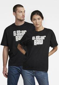 G-Star - UNISEX RADIO BOXY R T - Print T-shirt - dry jersey o - dk black - 0