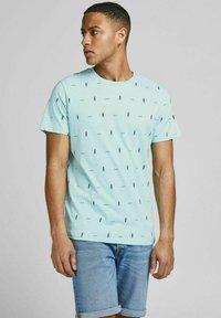 Jack & Jones - Print T-shirt - light blue - 0