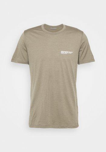TECH LITE CREWE GROWERS CLUB - T-shirt print - flint