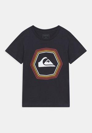 NEW NOISE BOY - Print T-shirt - black