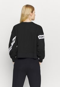Nike Performance - GET FIT - Sudadera - black/white